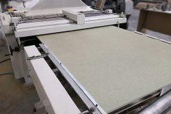 Rodapie, proceso de corte. IAMOL - Industria Auxiliar de la Moldura